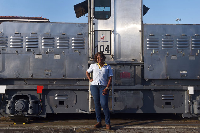 """Locomotive, or """"mule"""", operator Glaciela Shreeves, 53, poses for pictures at the Panama Canal's Pedro Miguel Locks, where she works towing ships through the locks, on the outskirts of Panama City on February 22, 2018. (Photo by Rodrigo Arangua/AFP Photo)"""