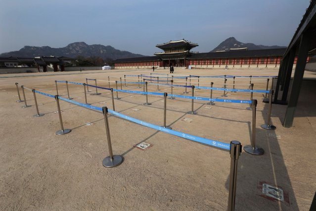 """Empty ticket lines are seen at the Gyeongbok Palace in Seoul, South Korea, Monday, December 7, 2020. South Korea's health minister said Monday that the Seoul metropolitan area is now a """"COVID-19 war zone"""", as the country reported another 615 new infections and the virus appeared to be spreading faster. (Photo by Ahn Young-joon/AP Photo)"""