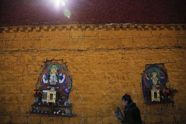 A Tibetan woman prays along walls of the Potala Palace in Lhasa, Tibet Autonomous Region, China November 17, 2015. (Photo by Damir Sagolj/Reuters)