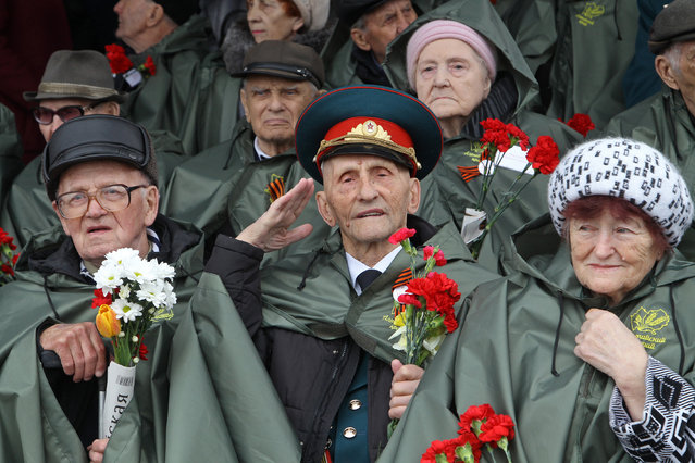 Veterans attend the Victory Day celebrations in the Siberian city of Barnaul, Russia on May 09, 2018. (Photo by Andrei Kasprishin/Reuters)