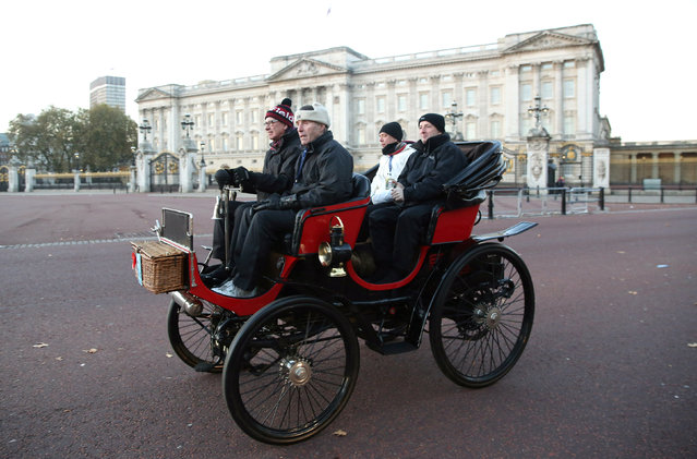 Participants drive their vintage car past Buckingham Palace during the annual London to Brighton veteran car run in London, Britain November 6, 2016. (Photo by Neil Hall/Reuters)