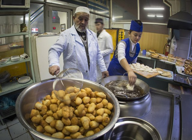 A man cooks baursak, Kazakh traditional puffy fried bread, at the Green Bazaar in Almaty January 24, 2015. (Photo by Shamil Zhumatov/Reuters)