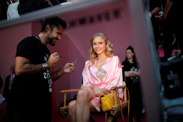 Model Brooke Perry gets ready backstage before the Victoria's Secret Fashion Show at the Grand Palais in Paris, France, November 30, 2016. (Photo by Benoit Tessier/Reuters)