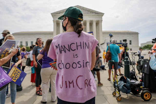 A rally outside the Supreme Court in support of the For the People Act, calling on the Senate to pass a sweeping voting rights bill that would expand access to voting across the United Sates, in Washington, June 9, 2021. (Photo by Evelyn Hockstein/Reuters)