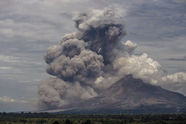 Mount Sinabung volcano erupts, as seen from Mount Gundaling, Karo Regency in Indonesia's North Sumatra province April 1, 2015 in this photo taken by Antara Foto. (Photo by Endro Lewa/Reuters/Antara Foto)