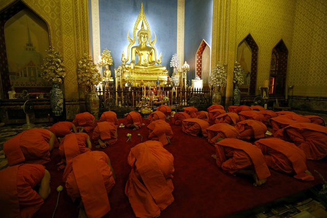 Thai Buddhist monks pay respect to Buddha statue during a chanting ceremony to mark Makha Bucha day at Wat Benchamabophit Dusitvanaram, also known as the Marble Temple in Bangkok, Thailand, 22 February 2016. Makha Bucha, known as the day of the Fourfold Assembly, is one of the holiest days to commemorate on the full moon night of the third lunar month the day that Lord Buddha gave the first sermon on the essence of Buddhism to his ordained 1,250 monk disciples assembled all by spontaneously gathered without an appointment. (Photo by Rungroj Yongrit/EPA)