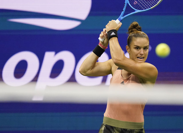 Maria Sakkari, of Greece, returns a shot to Emma Raducanu, of Great Britain, during the semifinals of the US Open tennis championships, Thursday, September 9, 2021, in New York. (Photo by Frank Franklin II/AP Photo)