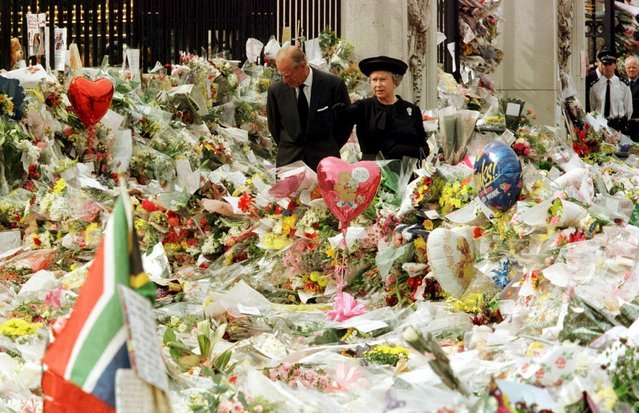 Britain's Queen Elizabeth and the Duke of Edinburgh look at floral tributes laid outside Buckingham Palace in memory of Diana, Princess of Wales, London, in this September 5, 1997 file photo. (Photo by Ian Waldie/Reuters)