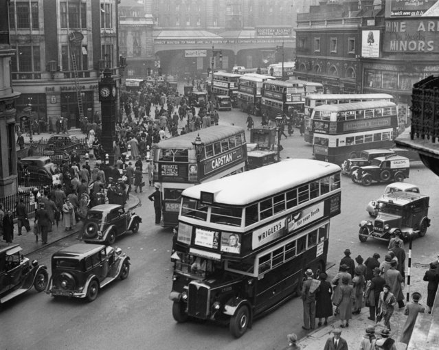 Emergency buses leaving Victoria station, London, following an underground train crash on the District Line, 17th May 1938. (Photo by H. F. Davis/Topical Press Agency/Getty Images)