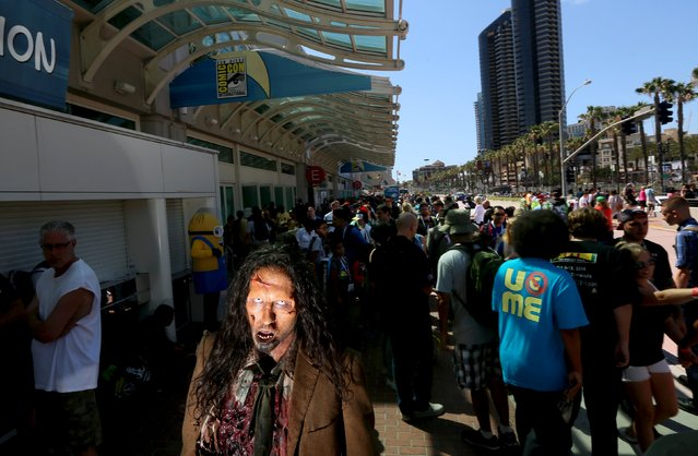 A zombie character walks outside along the Convention Center during the 2015 Comic-Con International in San Diego, California July 10, 2015. (Photo by Sandy Huffaker/Reuters)
