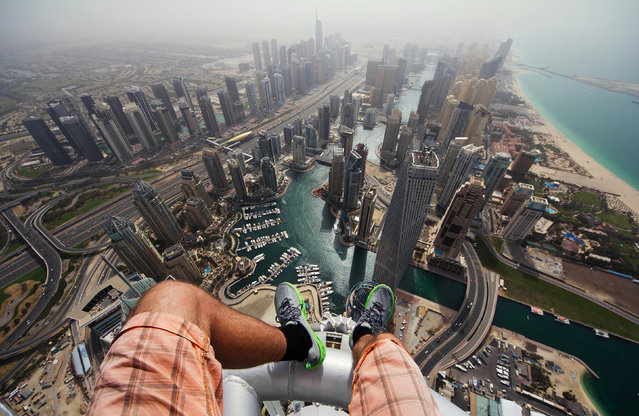 The Daredevils legs from the 1, 350ft Princess tower in Dubai. (Photo by Alexander Remnev/Caters News)