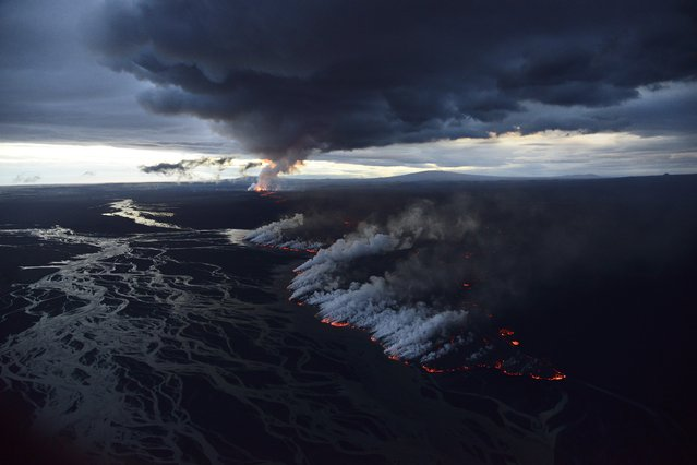 An aerial view of the lava erupting during volcanic eruption in September, in Bardarbunga, Iceland. (Photo by Örvar Atli Þorgeirsson/Barcroft Media)