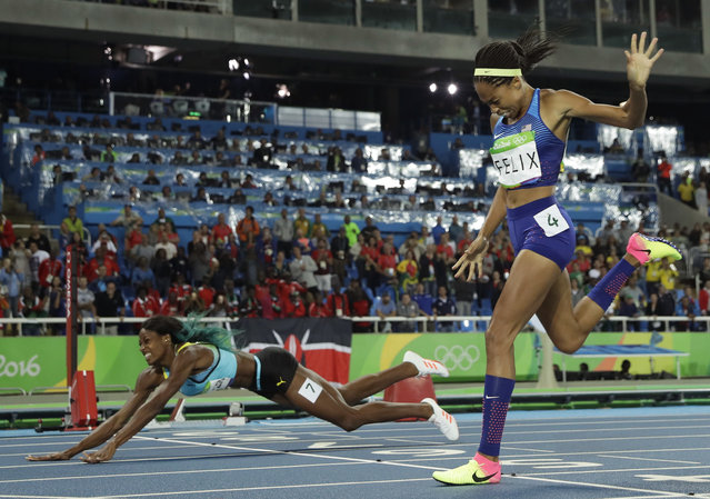 Bahamas' Shaunae Miller falls over the finish line to win gold ahead of United States' Allyson Felix, right, in the women's 400-meter final during the athletics competitions of the 2016 Summer Olympics at the Olympic stadium in Rio de Janeiro, Brazil, Monday, August 15, 2016. (Photo by Matt Slocum/AP Photo)