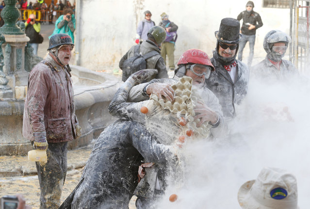 Revellers battle with flour and eggs during the traditional Els Enfarinats (The Floured) festival in Ibi, Alicante Province, Spain December 28, 2017. (Photo by Heino Kalis/Reuters)