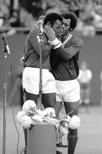 The great Pele covers his eyes as he cries during ceremonies on Saturday, October 1, 1977 at Giants Stadium at East Rutherford, New Jersey where he played his last game. He is comforted by teammate Carlos Alberto, a former World Cup team captain. (Photo by Richard Drew/AP Photo)