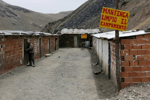 """A view of """"The Progreso"""" gold mine campsite near La Paz, November 13, 2014. The sign reads, """"Keep the camp clean"""". (Photo by David Mercado/Reuters)"""