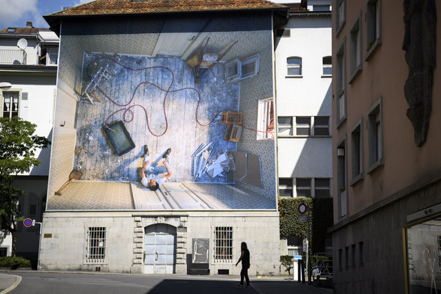 A view of a giant picture of Irish, American and Swiss photographer Teresa Hubbard exhibited on the facade of a building during the Festival Images Vevey, in Vevey, Switzerland, 02 September 2020. The Festival Images Vevey, Biennial of Visual Arts, exhibits 49 projects, 28 outdoor and 24 indoor photographic installations, displayed free of charge in the streets of Vevey between 05 and 27 September 2020. (Photo by Laurent Gilliéron/EPA/EFE)