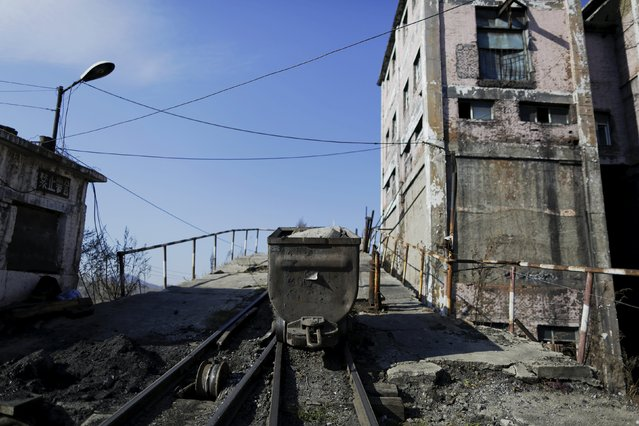 A transporter is seen outside a closed exit of Zhengyang coal mine from the state-owned Longmay Group on the outskirts of Jixi, in Heilongjiang province, China, October 22, 2015. (Photo by Jason Lee/Reuters)