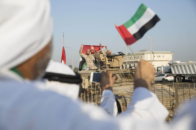 Member of the United Arab Emirates armed forces wave to the crowd as the first batch of UAE military personnel returns from Yemen in Abu Dhabi, November 7, 2015. (Photo by Reuters/United Arab Emirates News Agency WAM)