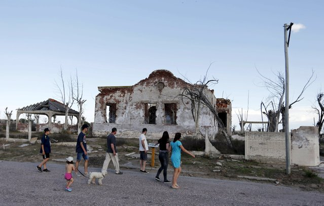 Visitors tour by ruined houses in the onetime spa and resort town Epecuen, November 5, 2015. (Photo by Enrique Marcarian/Reuters)