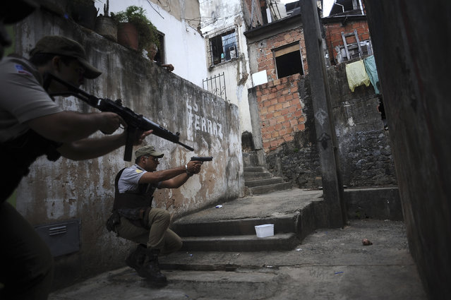 Police react while on patrol in the Nordeste de Amaralina slum complex in Salvador, Bahia State, March 28, 2013. One of Brazil's main tourist destinations and a 2014 World Cup host city, Salvador suffers from an unprecedented wave of violence with an increase of over 250% in the murder rate, according to the Brazilian Center for Latin American Studies (CEBELA). (Photo by Lunae Parracho/Reuters)