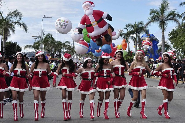 Women dressed as Santa Claus take part in a Christmas parade along the waterfront of the tourist resort of Acapulco December 25, 2014. (Photo by Claudio Vargas/Reuters)