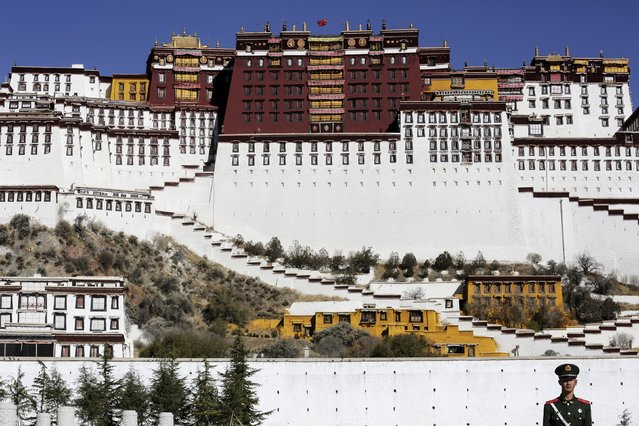 A paramilitary policeman stands guard in front of the Potala Palace in Lhasa, Tibet Autonomous Region, China November 17, 2015. (Photo by Damir Sagolj/Reuters)
