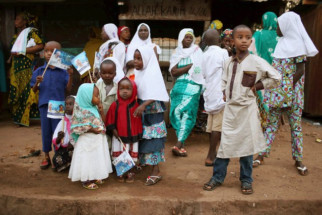 Children await for the arrival of Pope Francis at the central mosque, in the mostly Muslim PK 5 neighbourhood of the capital Bangui, Central African Republic, November 30, 2015. (Photo by Siegfried Modola/Reuters)