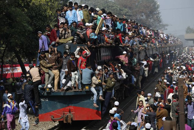 Devotees ride on the roof of a train as they return to the city after attending the final prayers on the first phase of Bishwa Ijtema in Dhaka January 11, 2015. Hundreds of thousands of pilgrims congregated in the Bangladeshi capital Dhaka as the first phase of this year's Bishwa Ijtema, one of the biggest Islamic gatherings in the world after the Haj in Saudi Arabia, came to an end. (Photo by Reuters/Stringer)