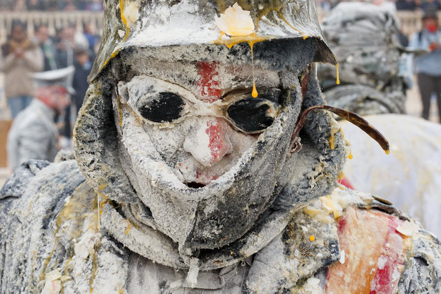 "A reveller takes part in the battle of ""Enfarinats"", a flour fight in celebration of the Els Enfarinats festival on December 28, 2015 in Ibi, Spain. (Photo by Pablo Blazquez Dominguez/Getty Images)"