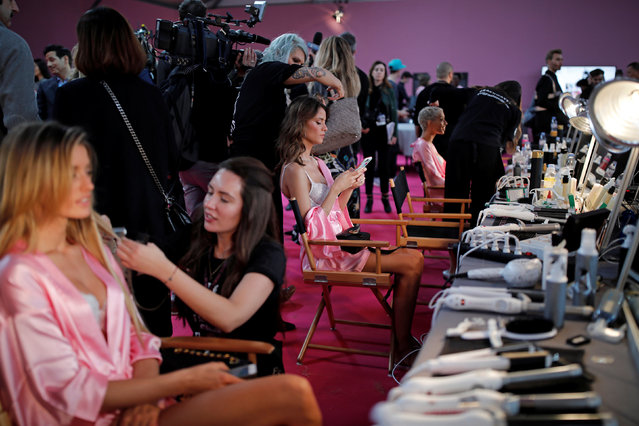 Models get ready backstage before the Victoria's Secret Fashion Show at the Grand Palais in Paris, France, November 30, 2016. (Photo by Benoit Tessier/Reuters)