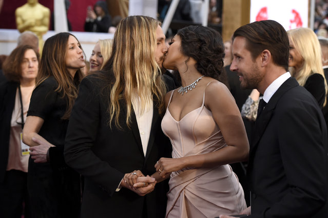 Marco Perego, left, and Zoe Saldana arrive at the Oscars on Sunday, February 22, 2015, at the Dolby Theatre in Los Angeles. (Photo by Chris Pizzello/Invision/AP Photo)