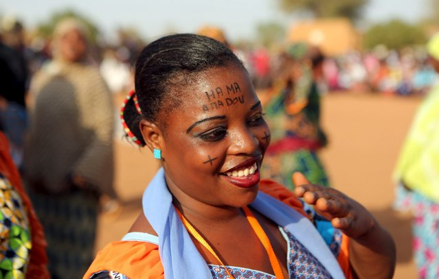 A supporter of incarcerated opposition candidate Hama Amadou wears his name written on her forehead at a campaign rally for Amadou in Niamey, Niger, February 17, 2016. Niger holds presidential and legislative elections on Sunday. (Photo by Joe Penney/Reuters)