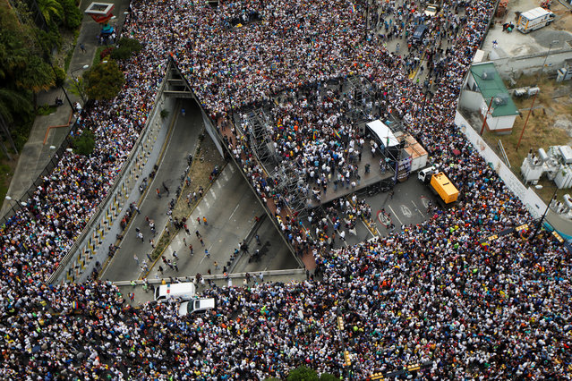 Opposition supporters take part in a rally against Venezuelan President Nicolas Maduro's government and to commemorate the 61st anniversary of the end of the dictatorship of Marcos Perez Jimenez in Caracas, Venezuela January 23, 2019. (Photo by Adriana Loureiro/Reuters)