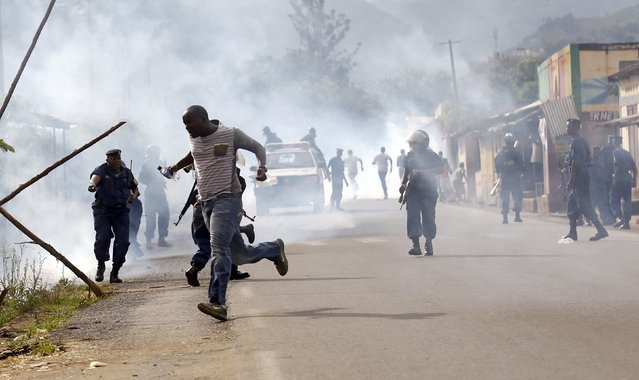 Riot police disperse residents in street protests against the decision made by Burundi's ruling National Council for the Defence of Democracy-Forces for the Defence of Democracy (CNDD-FDD) party to allow President Pierre Nkurunziza to run for a third five-year term in office, in the capital Bujumbura, April 26, 2015. (Photo by Thomas Mukoya/Reuters)