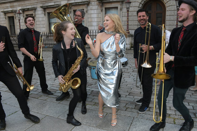 Kylie Minogue dances with the band at The Royal Academy Of Arts Summer Exhibition preview party on June 4, 2019 in London, England. (Photo by David M. Benett/Dave Benett/Getty Images)
