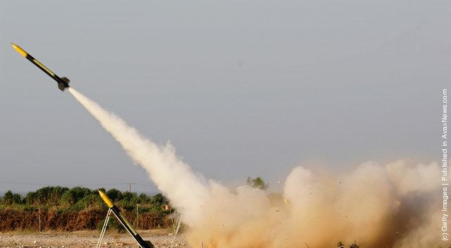 A rocket, similar to the Al-Qassam rockets used against Israeli is launch