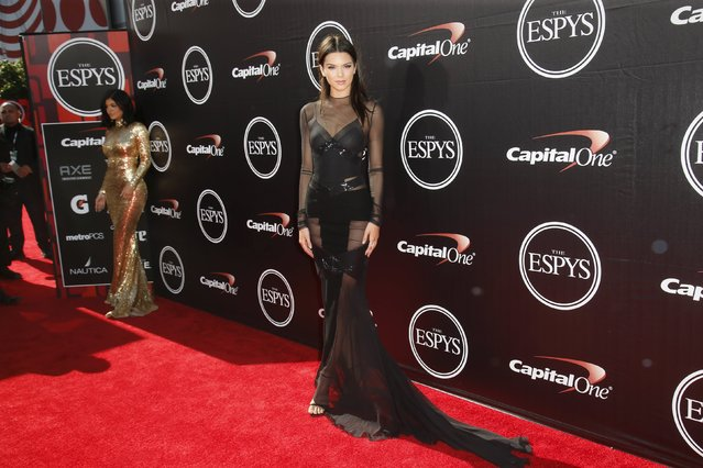 Kendall Jenner (R) and Kylie Jenner (L) arrive for the 2015 ESPY Awards in Los Angeles, California July 15, 2015. (Photo by Danny Moloshok/Reuters)