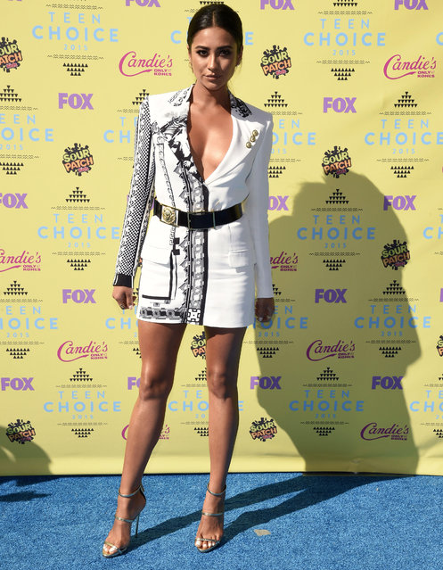Shay Mitchell arrives at the Teen Choice Awards at the Galen Center on Sunday, August 16, 2015, in Los Angeles. (Photo by Chris Pizzello/Invision/AP Photo)