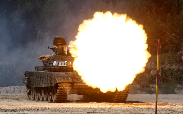 A T-72B1 tank fires during the Safe Route competition at the International Army Games 2017 at the Andreyevsky military polygon outside Tyumen, Russia, August 6, 2017. (Photo by Maxim Shemetov/Reuters)