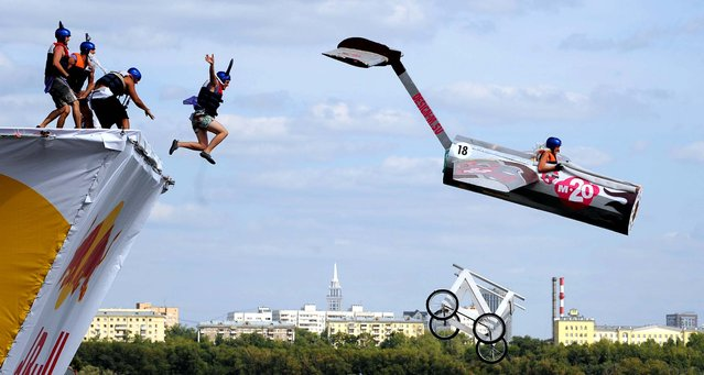 Russian competitors plunge into the water during the Red Bull Flugtag event in Moscow. (Photo by Natalia Kolesnikova/AFP)