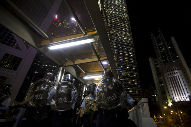 Riot police stand guard at Central in Hong Kong September 28, 2014. (Photo by Tyrone Siu/Reuters)