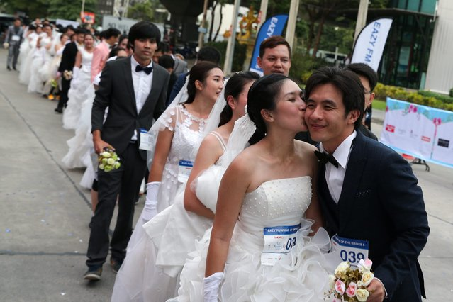 """Couples line up before the event during the """"Running of the Brides"""" race, in Bangkok, Thailand, December 2, 2017. (Photo by Athit Perawongmetha/Reuters)"""