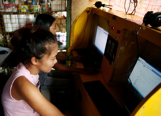 Residents surf internet at a neigbourhood computer shop in Navotas, Metro Manila, Philippines July 10, 2016. (Photo by Erik De Castro/Reuters)