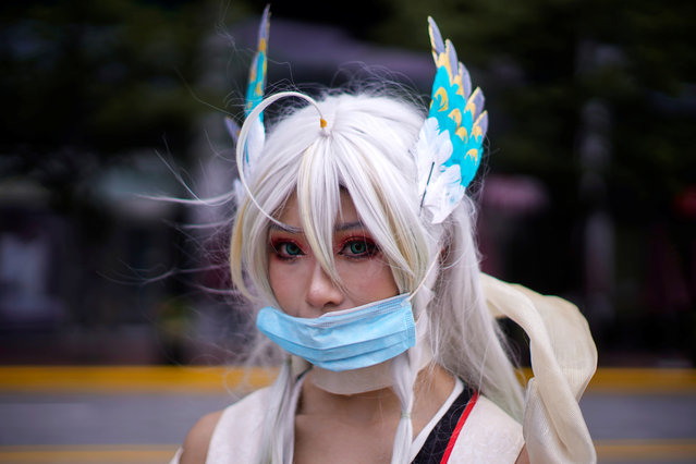 A cosplayer wearing a face mask poses for a picture at the China Digital Entertainment Expo and Conference (ChinaJoy) in Shanghai, following the coronavirus disease (COVID-19) outbreak, China on July 31, 2020. (Photo by Aly Song/Reuters)