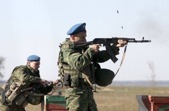 Members from a unit of the armed forces of the self-proclaimed Donetsk People's Republic train at a range on the outskirts of Donetsk, Ukraine, October 8, 2015. (Photo by Alexander Ermochenko/Reuters)