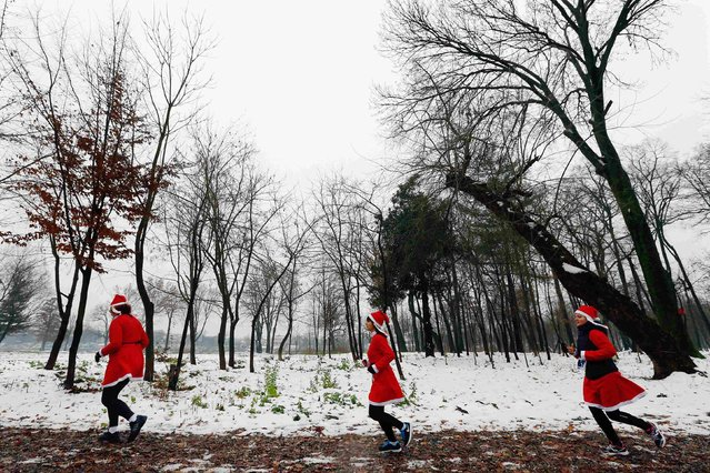 "Costumed runners participate in the ""Santa Claus Run"" in Mogosoaia, near Bucharest December 6, 2014. (Photo by Bogdan Cristel/Reuters)"