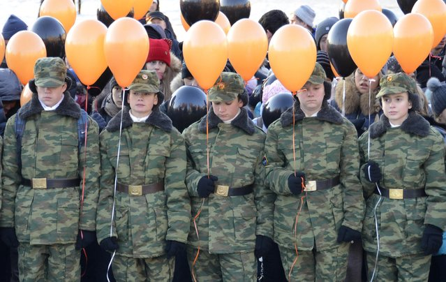 Members of a local youth club, which teaches military and patriotic classes, take part in a ceremony in honour of Russian cities of military glory on the Heroes of the Fatherland Day in the Russian far eastern city of Vladivostok, December 9, 2014. (Photo by Yuri Maltsev/Reuters)