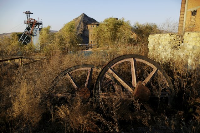Wheels of cable rope are abandoned outside Zhangchen coal mine from the state-owned Longmay Group on the outskirts of Jixi, in Heilongjiang province, China, October 23, 2015. (Photo by Jason Lee/Reuters)