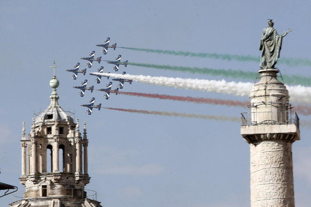 The Frecce Tricolori (Tricolour Arrows), the aerobatic demonstration team of the Italian Air Force, leave a colourful vapour trail as they fly over Rome, Italy, on the occasion of National Army Day, 04 November 2015. (Photo by Giuseppe Lami/EPA)
